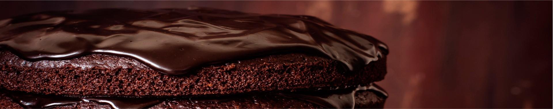 Mousse de chocolate con helado de té negro y frutos del bosque